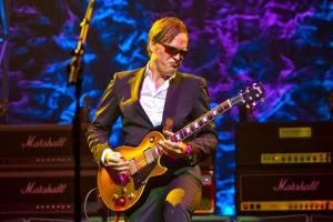 REVIEW: Joe Bonamassa - Different Shades of Blue