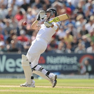 Kevin Pietersen made 186 as England established a first-innings lead