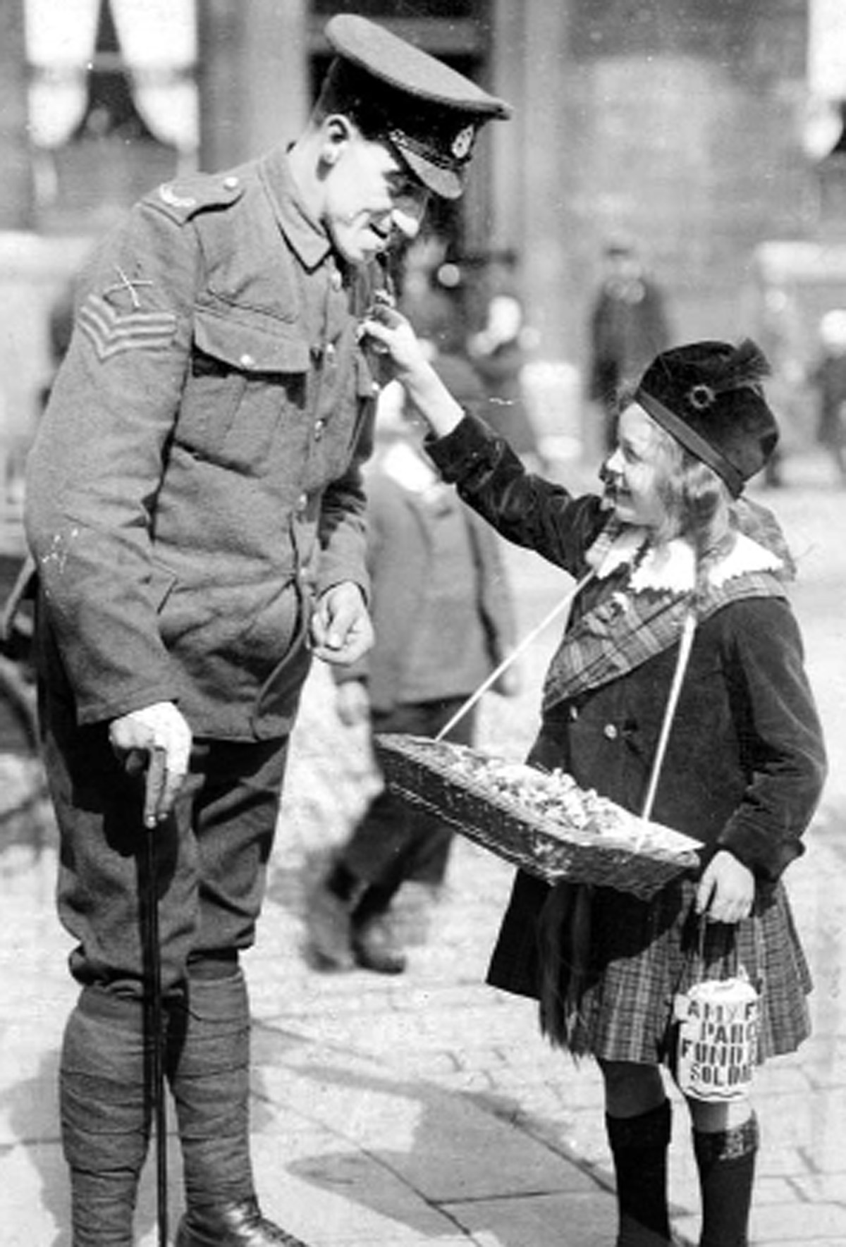 Wartime fundraiser Amy Foster, known as Hieland Lassie, with Sgt Alfred Faraday, in St James Street, Burnley, 1916
