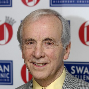 Andrew Sachs' family have appealed to him to make amends with granddaughter Georgina Baillie