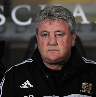 Hull boss Steve Bruce, pictured, has offered Alan Pardew his support