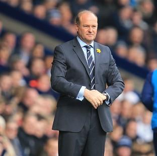 West Bromwich manager Pepe Mel was unhappy to see Robin van Persie remain on the pitch.