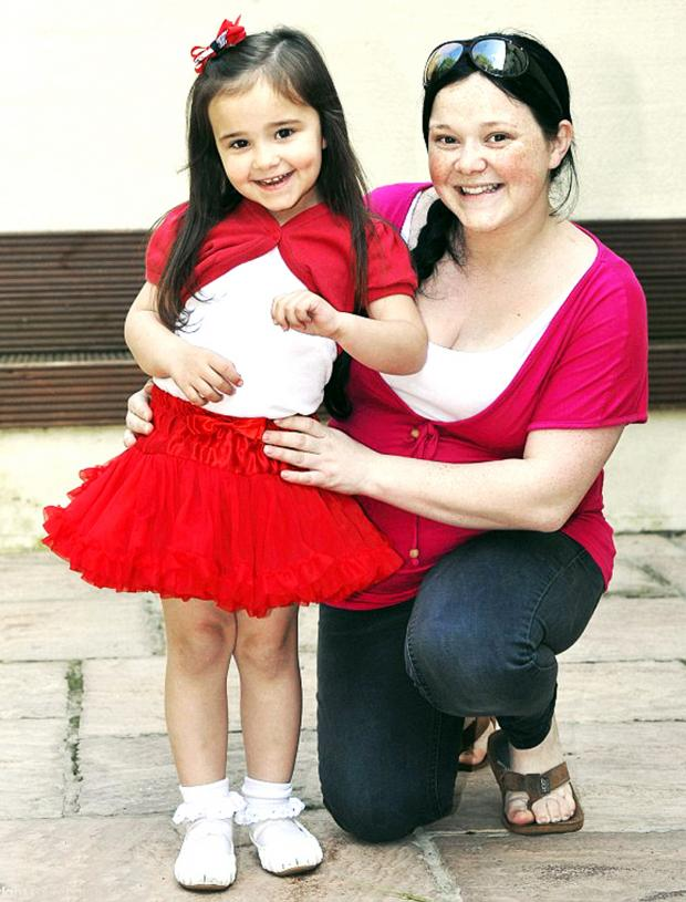 Burnley and Pendle Citizen: Laura Bell with daughter Jessica-Fay