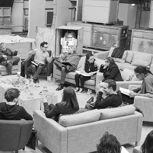An image of the cast reading through the script of the new Star Wars film was posted on starwars.com