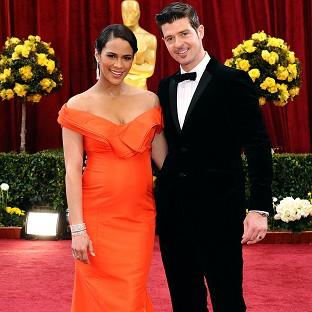 Robin Thicke is apparently hoping to win back Paula Patton with a song