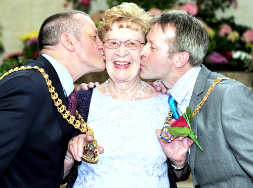 Proud mum Sheila Hudson gets a kiss from her two mayors, Frank Cant and Howard Hudson