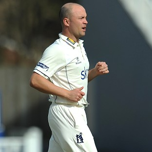 Jonathan Trott has been included in the squad for Warwickshire's latest LV= County Championship fixture