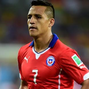 Chile forward Alexis Sanchez has travelled to London ahead of a proposed move to Arsenal