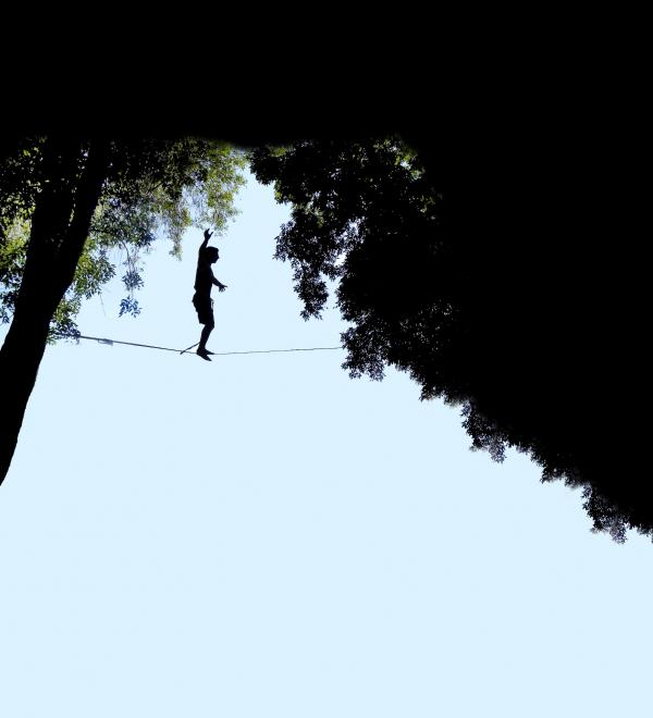 VIDEO: East Lancs 'slacklining' thrill seekers putting themselves in danger
