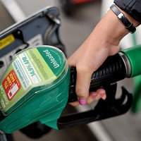 Big stores to cut fuel prices