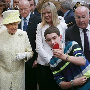 Queen 'not a fan of camera-phones'
